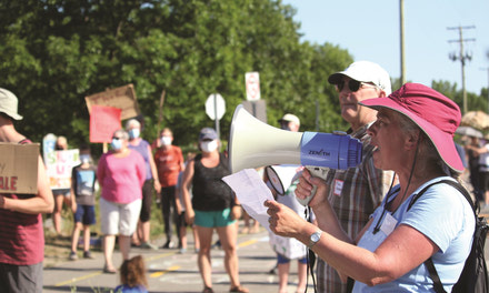 {Deschênes Forest protest draws hundreds in defence of watershed}