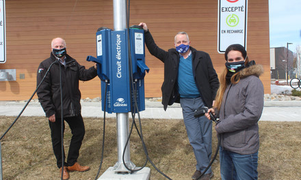 {Gatineau invests in new generation electric car charging docks in Aylmer}
